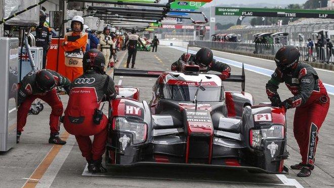 Audi R18 e-tron quattro posádky André Lotterer, Benoit Tréluyer, Marcel Fässler na okruhu Fuji Speedway