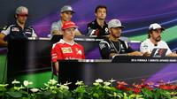 Zlobivý Hamilton, explozivní Ferrari a přestupové tanečky - anotační foto