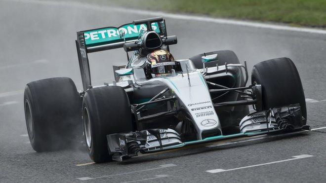 Pascal Wehrlein během testů 2017 pneumatik Pirelli v Barceloně 13. října 2016