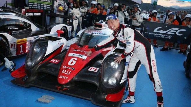 Vítězný vůz Toyota #6 a vítěz závodu 6 Hours of Fuji Kamui Kobayashi