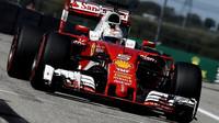 Ferrari se stalo divoce ovladatelné, říká Vettel, který v USA pomýšlel na pódium - anotační foto