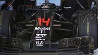 Přední křídlo vozu McLaren | McLaren MP4-31 Honda při pátečním tréninku v Austinu