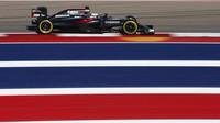 Fernando Alonso při pátečním tréninku v Austinu