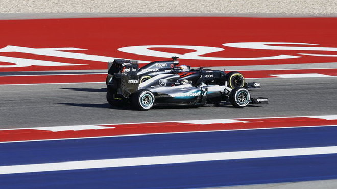 Fernando Alonso a Lewis Hamilton bok po boku v Austinu