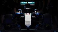 Vůz Mercedes F1 W07 Hybrid po pátečním tréninku v Austinu