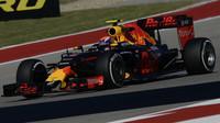 Max Verstappen při pátečním tréninku v Austinu