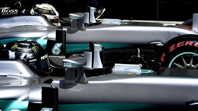 Nico Rosberg a Lewis Hamilton po kvalifikaci v Austinu