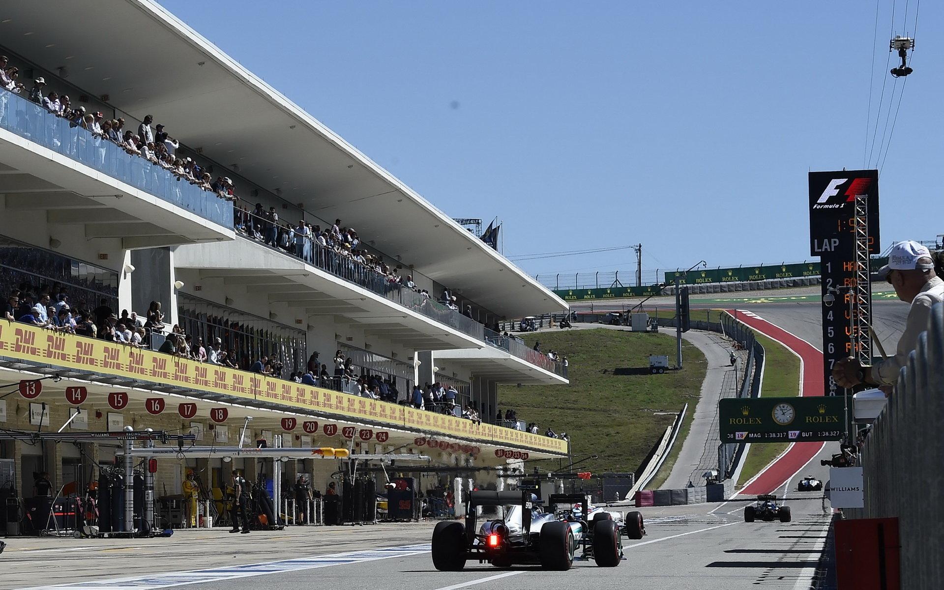 ANALÝZA: Hamilton překonal rekord, soupeře zničil v 1. sektoru. Wehrlein jel 341,2 km/h - anotační foto