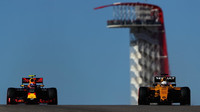 Max Verstappen a Kevin Magnussen v kvalifikaci v Austinu