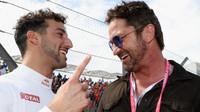 Daniel Ricciardo a Gerard Butler před startem závodu v Austinu