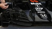 Detail předního křídla vozu McLaren MP4-31 Honda v Austinu