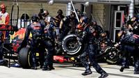 Max Verstappen překvapuje mechaniky Red Bullu nečekanou zastávkou