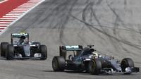 Lewis Hamilton a Nico Rosberg v závodě v Austinu