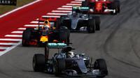 Lewis Hamilton, Daniel Ricciardo a Nico Rosberg v závodě v Austinu