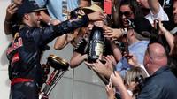 Daniel Ricciardo na pódiu po závodě v Austinu