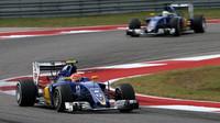 Felipe Nasr a Marcus Ericsson v závodě v Austinu