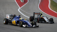 Marcus Ericsson a Sergio Pérez v závodě v Austinu