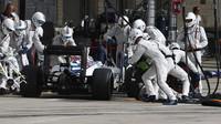 Felipe Massa při zastávce v boxech v Austinu