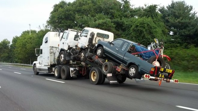 Američan vyřešil převoz několika vozidel dost zajímavě