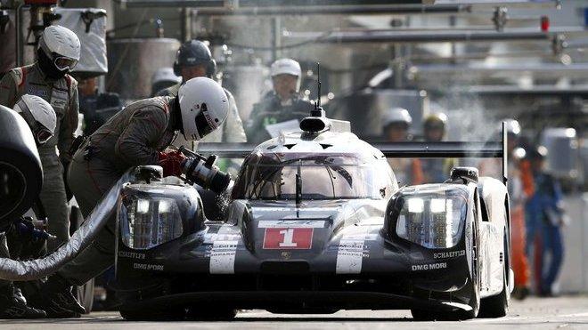 Porsche 919 Hybrid posádky Brendon Hartley, Timo Berhard, Mark Webber