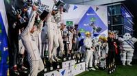 Stupně vítězů po závodě v Šanghaji