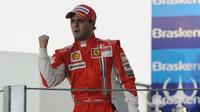 Ferrari před posledním závodem kariéry Massovi děkuje - anotační foto