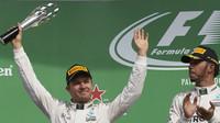 Nico Rosberg na pódiu s Lewisem Hamiltonem