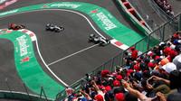 Lewis Hamilton těsně před Nicem Rosbergem a Maxem Verstappenem v Mexiku