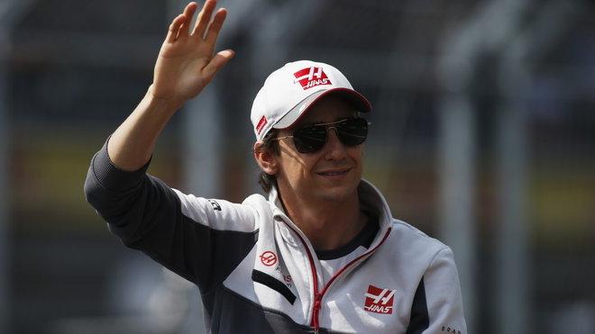 Esteban Gutiérrez zdraví své domácí fanoušky v Mexiku