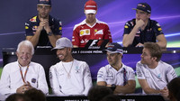 """FIA mění """"Verstappenovo"""" pravidlo týkající se změny směru při brzdění - anotační foto"""