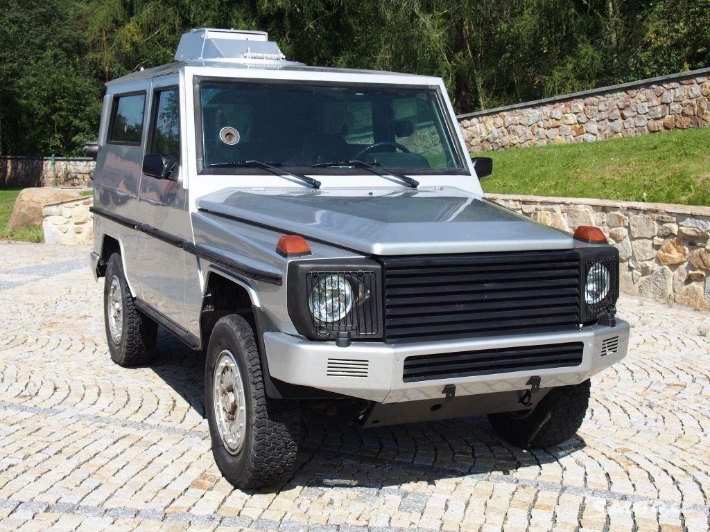 V Čechách je na prodej unikátní Mercedes třídy G s funkčními střílnami.