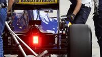 Zadní část vozu Sauber C35 - Ferrari v kvalifikaci v Brazílii