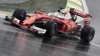 Sebastian Vettel počas deštivého závodu v Brazílii
