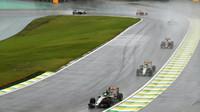 Nico Hülkenberg a Sergio Pérez počas deštivého závodu v Brazílii