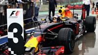 Max Verstappen dorazil do cíle třetí v deštivém závodě v Brazílii
