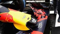 Detail předního křídla vozu Red Bull RB12 - Renault závodě v Brazílii