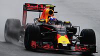 Max Verstappen počas deštivého závodu v Brazílii