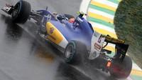 Felipe Nasr počas deštivého závodu v Brazílii