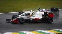 Esteban Gutiérrez ve Velké ceně Brazílie svádí souboj s Felipem Massou