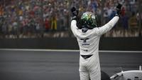 Felipe Massa se po havárii loučí ve Velké ceně Brazílie