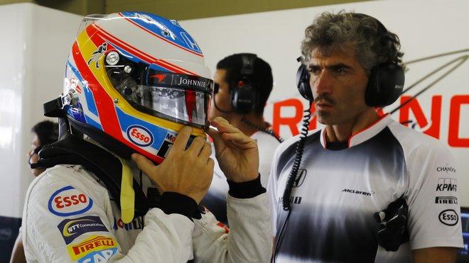 Fernando Alonso se svým trenérem Edoardem Bendinellim