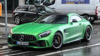Zelený drsňák s logem Mercedesu se ukázal v Berlíně. Je víc než krásný - anotační obrázek