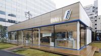Moderní showroom BMW i v japonském Tokiu.