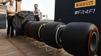Prezentace nových pneumatik Pirelli pro sezónu 2017 v Abú Zabí