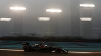 Jenson Button v kvalifikaci v Abú Zabí