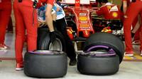 Příprava ultra-měkkých pneumatik u Ferrari v kvalifikaci v Abú Zabí