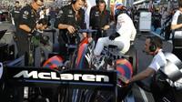 Fernando Alonso před závodem v Abú Zabí
