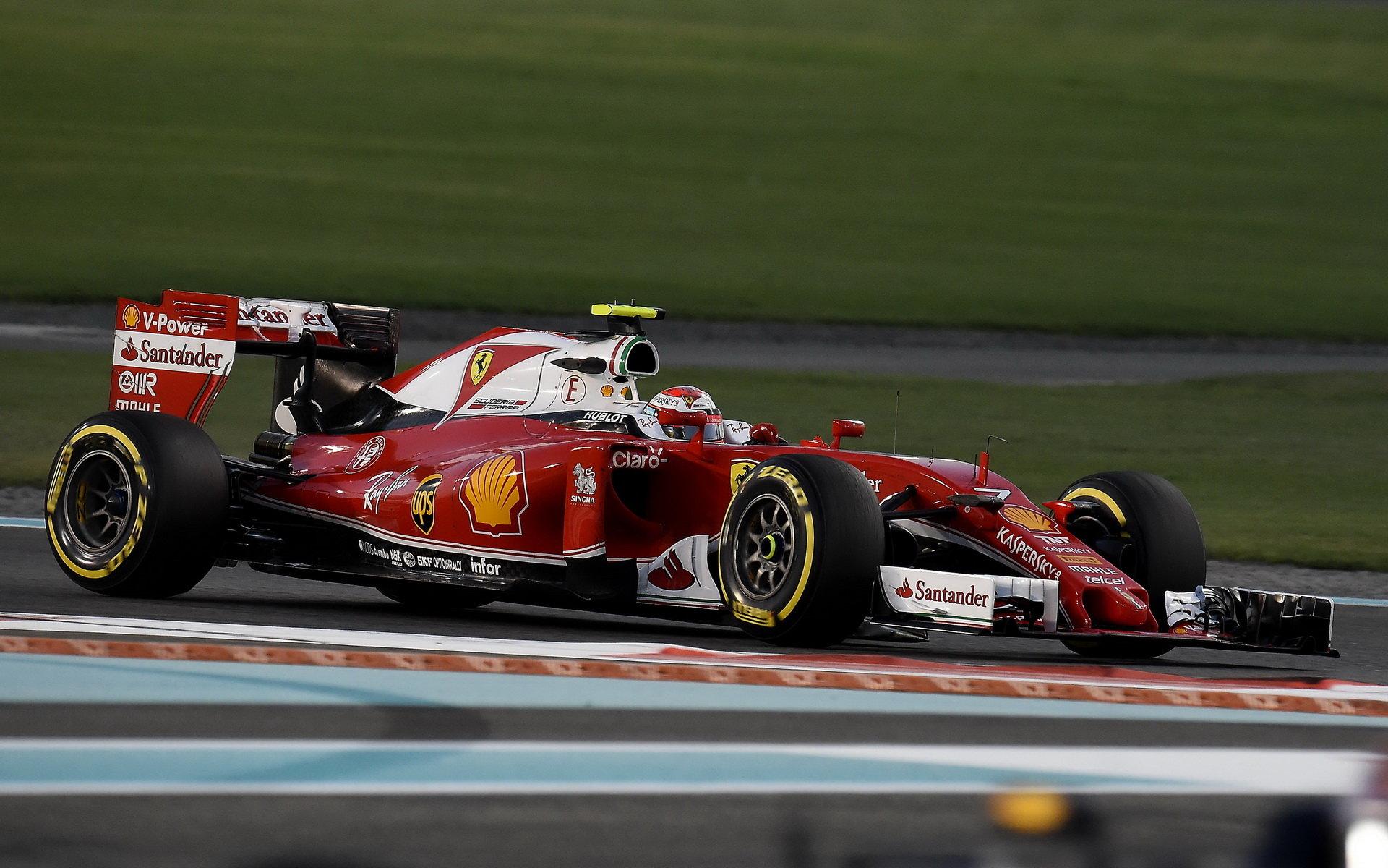 Kimi Räikkönen v závodě v Abú Zabí