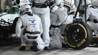 Felipe Massa v boxech v závodě v Abú Zabí