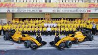 Hromadné foto týmu Renault v Abú Zabí